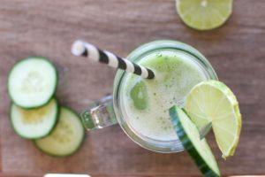 Gurken-Limonade mit Limetten