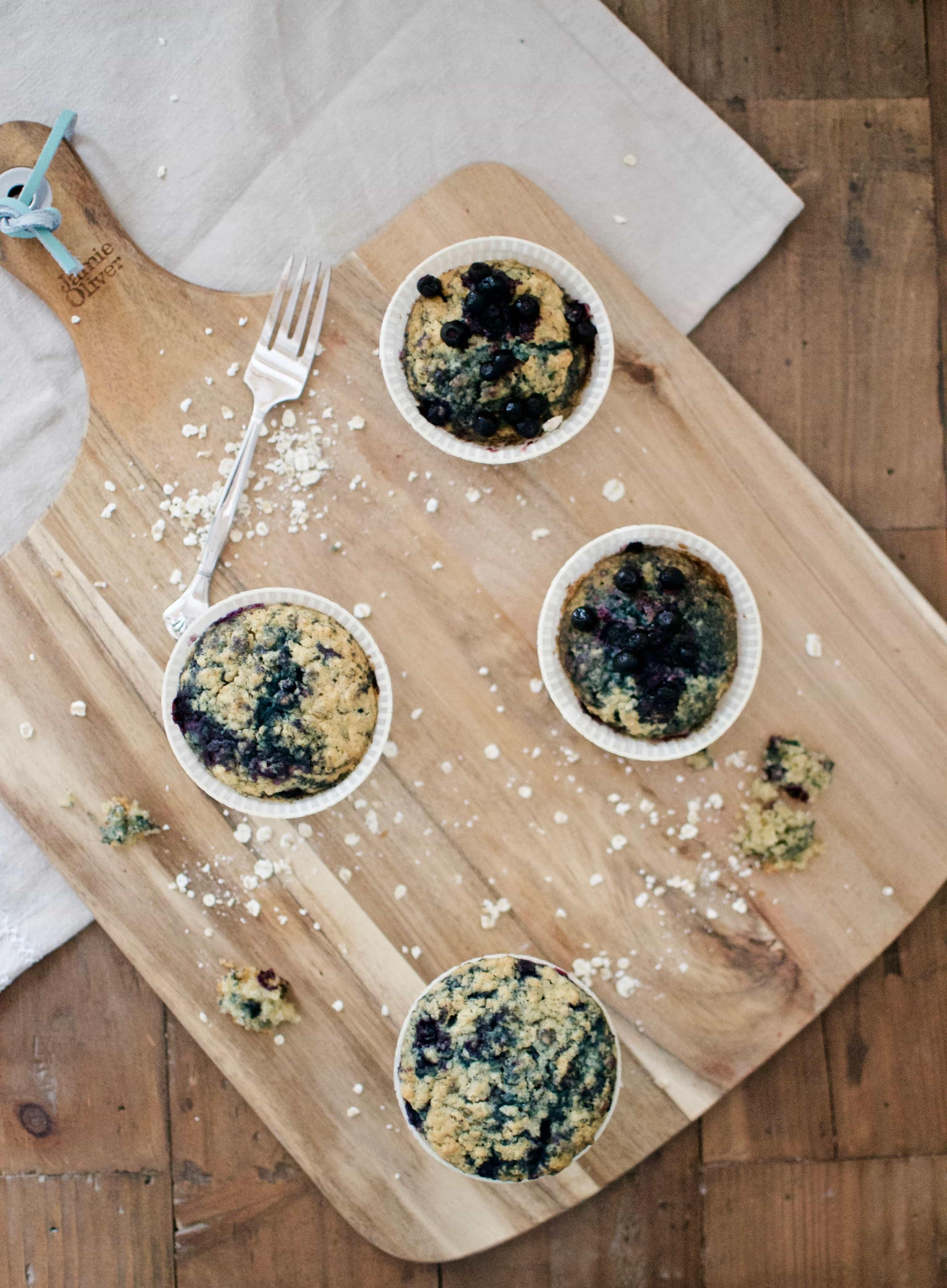 Muffins mit Haferflocken und Heidelbeeren