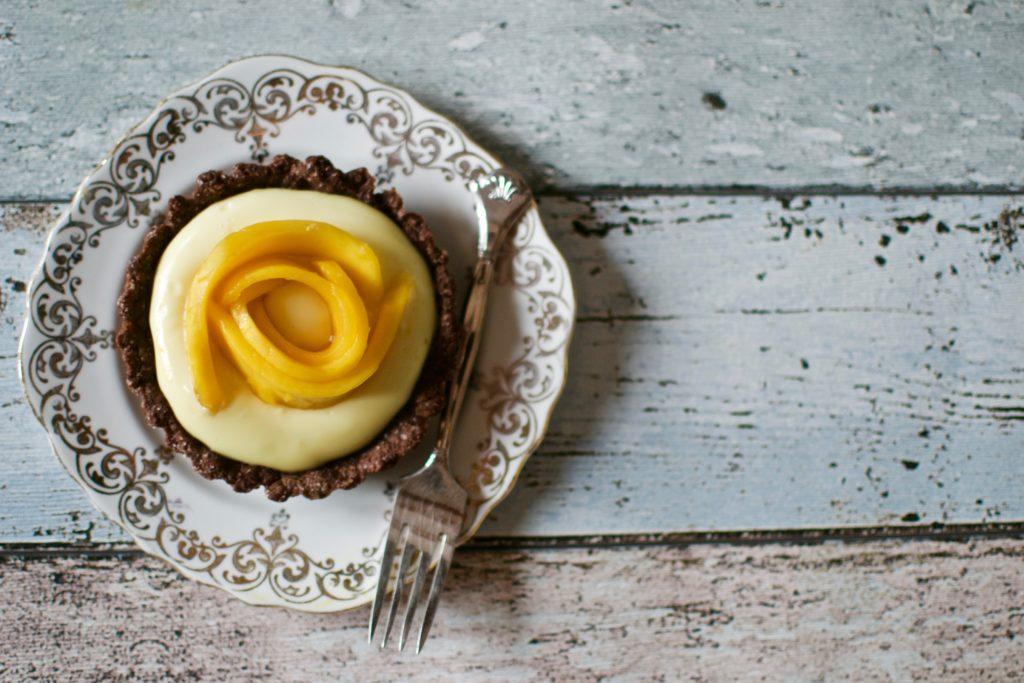 Schoko-Vanille-Tartelettes-mit-Mango