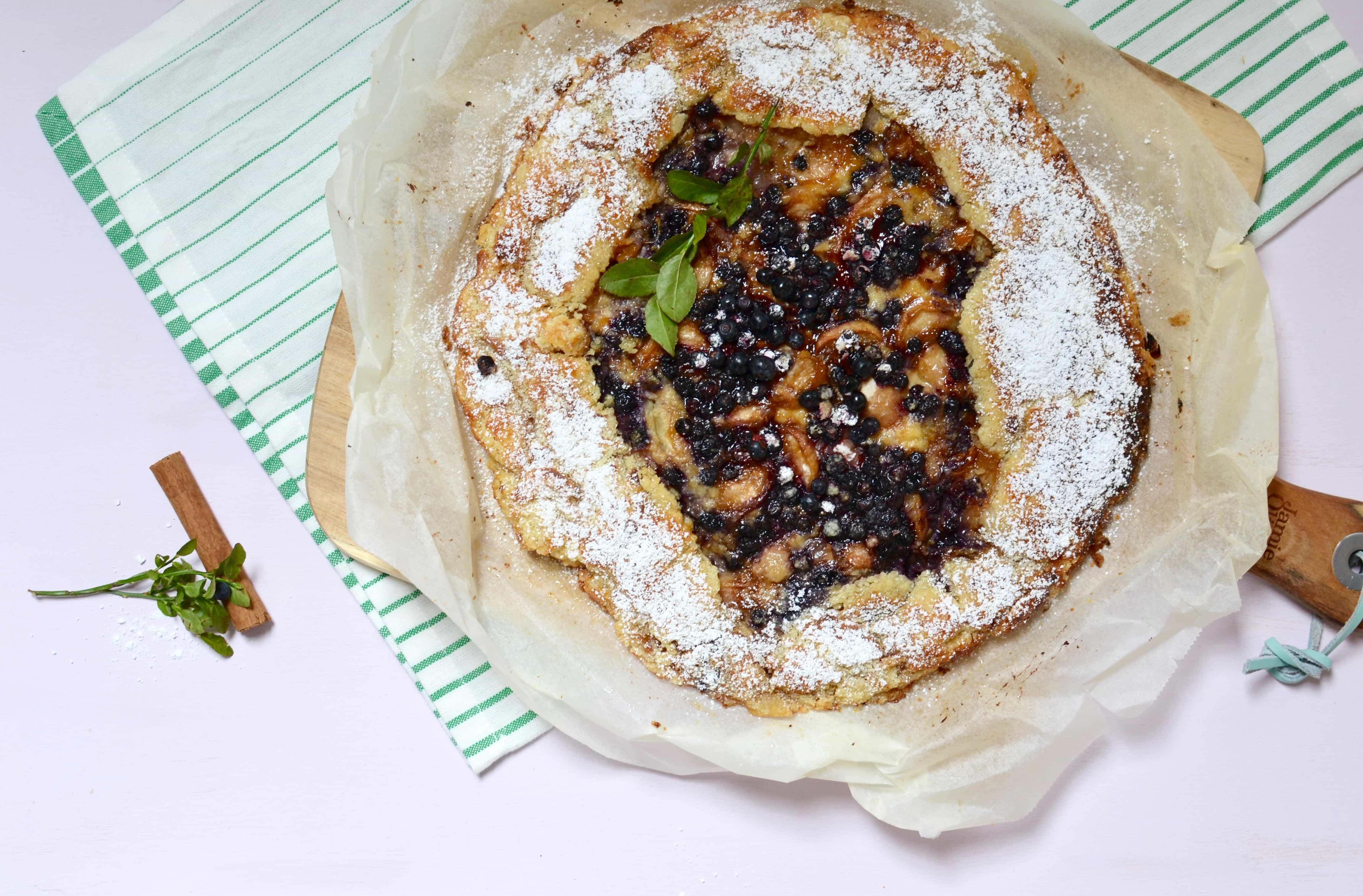 Pfirsich Galette mit Heidelbeeren