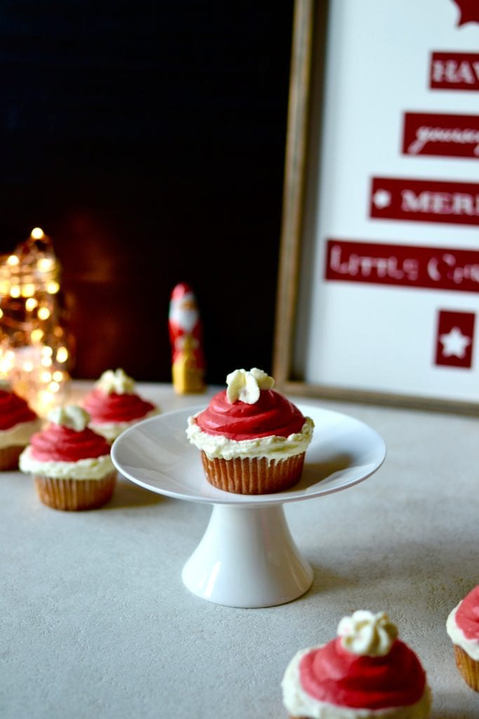 ho ho ho nikolaus cupcakes laura dreams of cakes. Black Bedroom Furniture Sets. Home Design Ideas