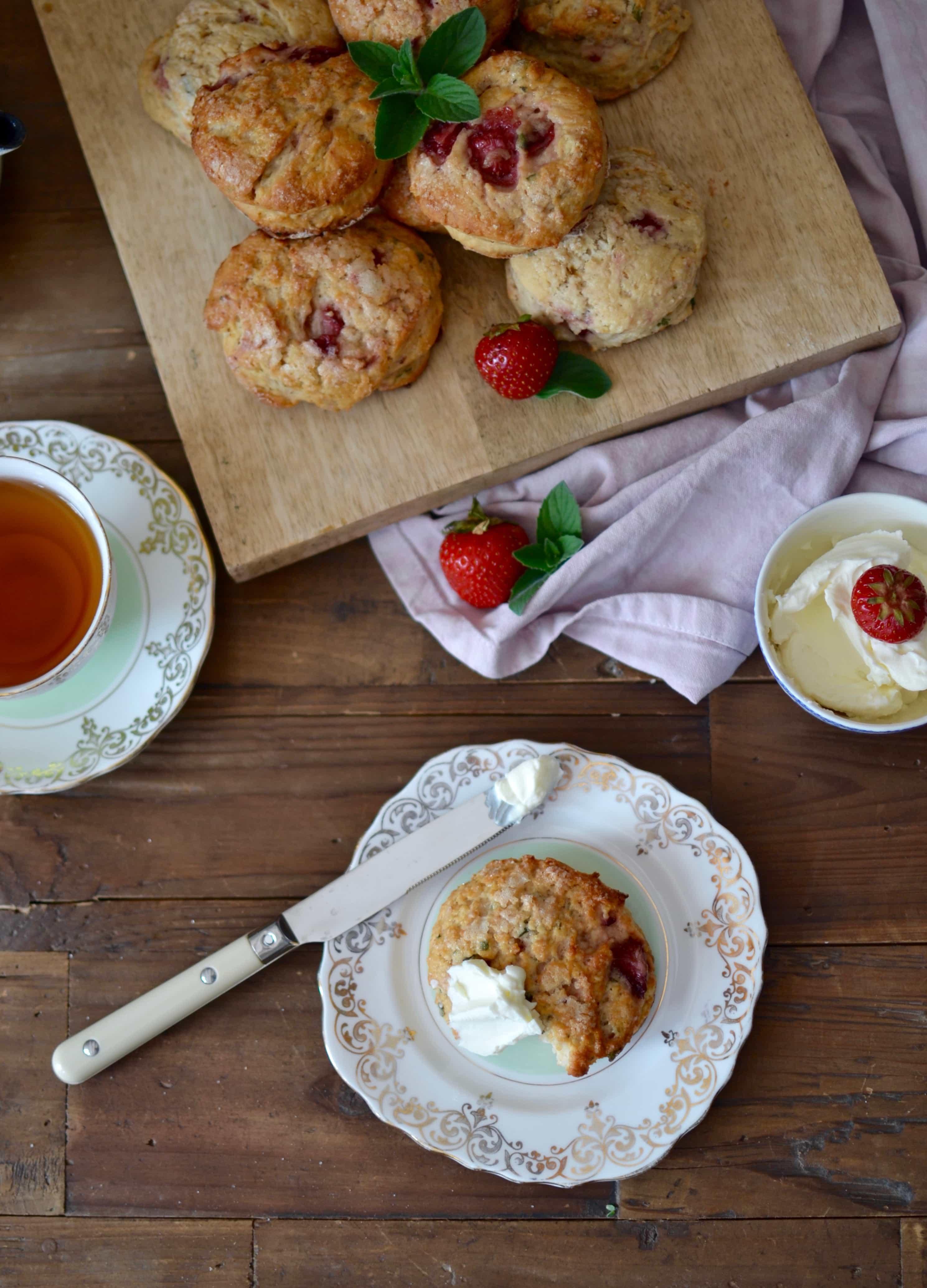 It's tea time: Erdbeer Minz Scones